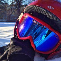 Sportbrillen und Sporthelme schützen den Sportler