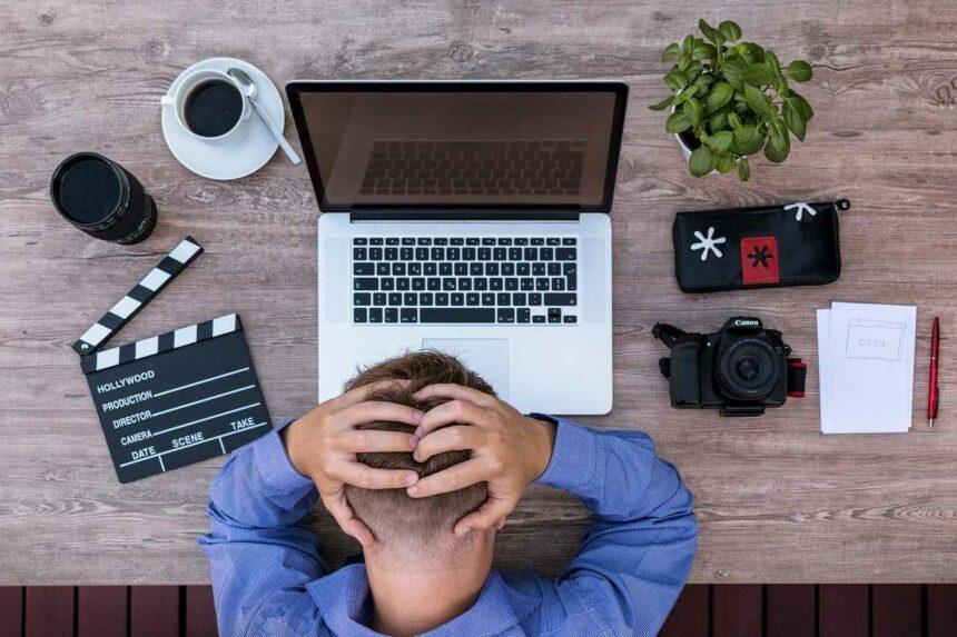 Stress am Arbeitsplatz: Hauptfaktor für Kopfschmerzen